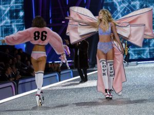 Victoria's Secret 2016… YILIN EN SEKSİ DEFİLESİ!..